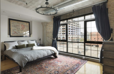 HOW TO CHOOSE THE RIGHT BEDROOM RUG SIZE