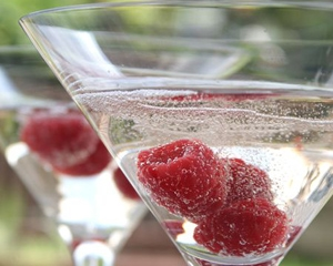 69121_raspberry_and_prosecco_cocktail