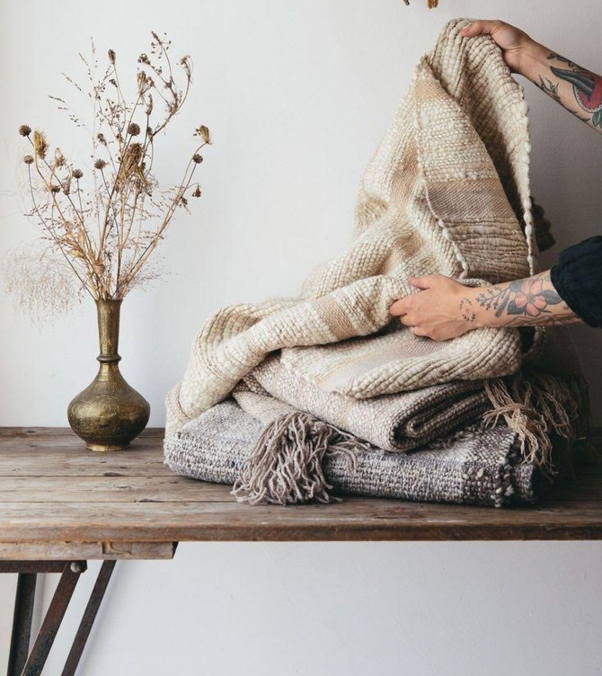 throw blankets and pillows for fall decor
