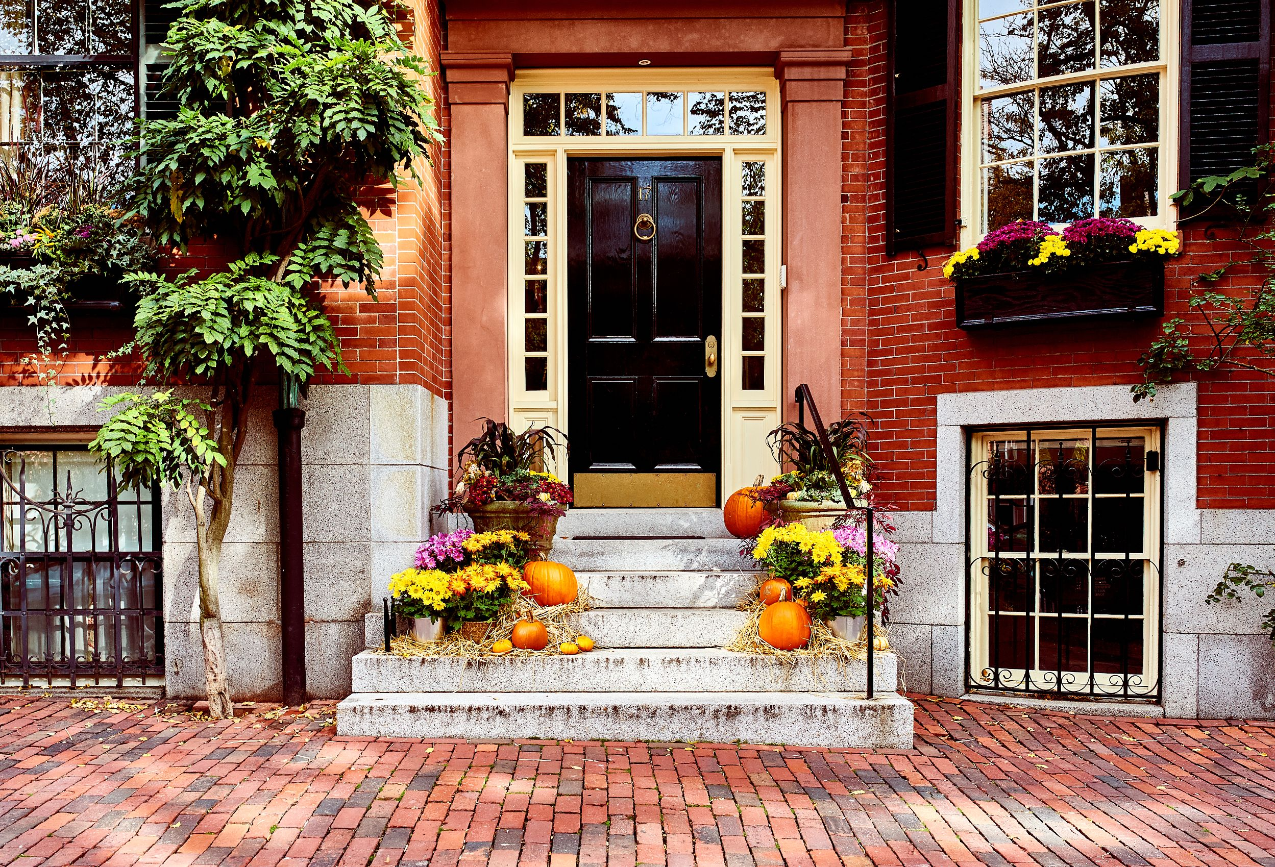 Pumpkins at the front door. Fall Décor Round-up